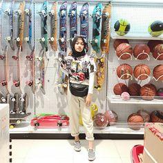 ꜰᴀꜱʏᴀᴛʜɪꜰᴀ ʀᴀᴅᴢᴀɴᴀᴅʜɪʀᴀ Casual Hijab Outfit, Ootd Hijab, Hijab Fashion Inspiration, Style Inspiration, Get My Life Together, Wardrobe Rack, Outfit Ideas, Outfits, Suits