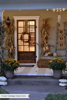 our vintage home love: Fall Porch Ideas ourvintagehomelove.blogspot.com