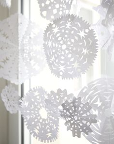 fine little day: ● Snowflake Cutouts, Paper Snowflakes, Noel Christmas, Christmas Crafts, Xmas, Paper Art, Paper Crafts, Winter Centerpieces, Interiors Magazine