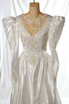 Vintage Alfred Angelo Puffy Sleeve Wedding Dress Costume Down Sparkle Size 6 1980s Wedding Dress, Wedding Dress Costume, Wedding Dress With Veil, Vintage Gowns, Vintage Weddings, Bridal Gowns, Wedding Gowns, Alfred Angelo Bridal, Underwater Wedding