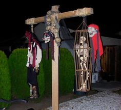 Make your own Hangman's Cross for your Halloween Haunted House. This project will show you how to construct the Hangman's Cross Halloween decoration for your Halloween display. Scary Halloween Yard, Pirate Halloween Decorations, Pirate Halloween Party, Pirate Decor, Fairy Halloween Costumes, Halloween Party Themes, Halloween Displays, Halloween Haunted Houses, Outdoor Halloween