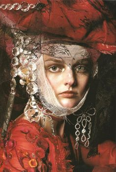 Steven Meisel for Vogue Italia 2005 Blaznivy styl, ako maliar, Galliano make-up, renesancia Steven Meisel, Look Fashion, Fashion Art, High Fashion, Baroque Fashion, Funky Fashion, Fashion Beauty, Foto Art, John Galliano