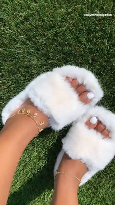 Sneakers Mode, Sneakers Fashion, Fashion Shoes, Fluffy Shoes, Cute Slippers, Aesthetic Shoes, Aesthetic Fashion, Fresh Shoes, Hype Shoes