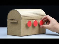 How to Make Treasure Chest with 3 Digit Password from cardboard. In this video show you how to make this treasure chest in step by step. You can learn how to. Puzzle Box, Geheimagenten Party, Cardboard Crafts, Paper Crafts, Escape Room Diy, Diy For Kids, Crafts For Kids, Diy Karton, Escape Room Puzzles