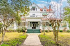 1903 Colonial Revival in Hattiesburg, MS - $599,000 - Old House Dreams Shower Wood Floor, Interior Columns, Huge Houses, Porch And Balcony, Gas Fireplace Logs, Transom Windows, Old House Dreams, Neoclassical, Bed And Breakfast
