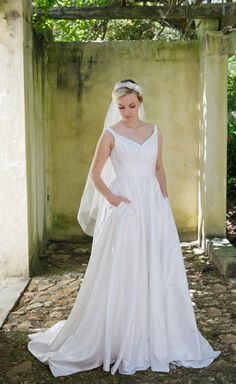 Robyn Roberts Studio offers a unique experience to brides looking for the perfect wedding gown. If you are looking for a dress ready to wear, a custom design or Silk Dress, Perfect Wedding, Wedding Gowns, Ready To Wear, Custom Design, Bride, Studio, Cute, How To Wear