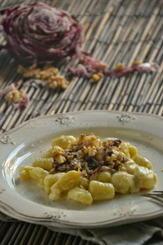 La Cucina di Stagione - Gnocchi di patate con crema al taleggio, radicchio rosso e noci