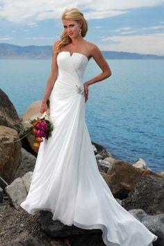 Robe de mariée plage bustier ruchée en mousseline de soie à A-ligne.