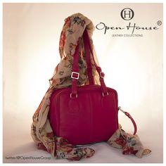 Los Colores fuertes adornan tu estilo. #openhousecuerocolombiano #bags #carteras #moda #style #colombia #shop
