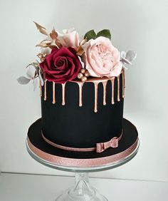 30 Stylish Black Wedding Cakes ❤ black wedding cake small ca Cookies And Cream Cake, Cake Mix Cookies, Chocolate Cookie Recipes, Chocolate Chip Cookies, Chocolate Cake, Beautiful Cakes, Amazing Cakes, Black Fondant, Black Wedding Cakes