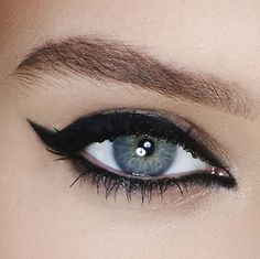 Make them notice. Maybelline Lasting Drama Gel Eyeliner comes in 4 lasting shades for a bold liner look. A gel formula holds pigment for all-day intense wear. The included brush is the perfect tool to create a retro wing. Liner the inner corner and bottom lash line for a cat eye that doesn't quit and rock your next Saturday night party.