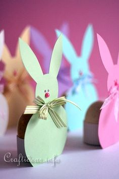 Easter Bunny Paper Egg Holders & they'd also make a cute place card for the table - just add the persons name to each bunny! Free Printable