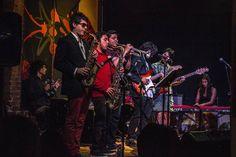 Casi toda la banda #music #livemusic #musicshow #musician #instruments #performance #stage #concert #light #bar #saxophone #trumpet #guitar #bass #piano #nord #pianist #funk #afrobeat #band