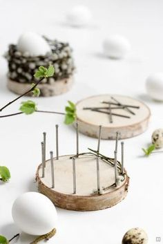 Osterkörbchen - basket weave from Naturmatierial - DIY instructions - tree discs . Osterkörbchen – basket weave from Naturmatierial – DIY instructions – tree disks and nails Gallery Ideas] Basket Braid, Basket Weaving, Mason Jar Crafts, Mason Jar Diy, Spring Decoration, Diy 2019, Diy And Crafts, Crafts For Kids, Tree Slices