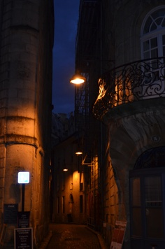 Night falls on Bordeaux