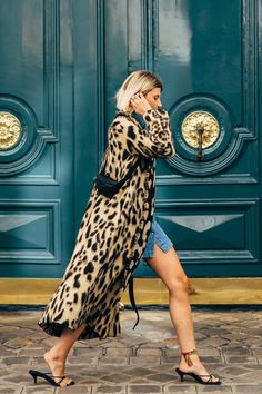 Paris Fashion Week S/S 2019 street style Animal Print Fashion, Fashion Prints, Fashion Design, Animal Prints, Urban Fashion, Fashion Looks, Style Fashion, Fashion Mode, Womens Fashion