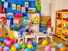 """Inspiring """"Show Your Space"""" Homeschool Rooms Tour. Take a tour into some other homeschooling rooms and peek into how they set up their spaces! Preschool Layout, Preschool Themes, Kindergarten Photos, Preschool Kindergarten, Cadre Photo Original, Apple And Eve, Book Baskets, Room Tour, Carnavals"""