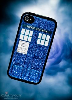 A Do-it-yourself Doctor Who/Tardis iPhone case  :)