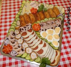 Hidegtál szilveszterre in 2020 Food Decoration, Winter Food, Meat Recipes, Avocado Toast, Food Art, Sushi, Bacon, Food And Drink, Appetizers