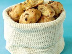 Must try sometime, home made bake-off bread - Eget bakeoff-bröd med  hasselnötter och gojibär Receptbild - Allt om Mat