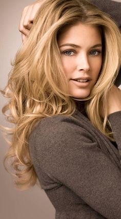 Hair color - maybe one day the color will be spot on. Romantic Gorgeous Long Wavy Hair for 2013 | Best Makeup Review