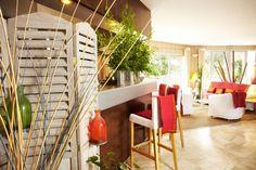 Détente et bien être, hôtel Carnac en Bretagne Divider, Room, Furniture, Home Decor, Outdoor Pool, Brittany, Bedroom, Decoration Home, Room Decor