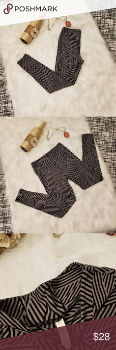 🌻🌺🌻NWOT LULAROE BLACK AND GRAY LEGGINGS!! NWOT LULAROE BLACK AND GRAY LEGGINGS!! Size is one size. New without tags, no flaws. Black and gray chevron/Aztec print leggings. Posh Ambassador, buy with confidence! Check out my other items to bundle and save on shipping! Offers accepted. I ship same or next day!    Inventory #PA6 LuLaRoe Pants Leggings