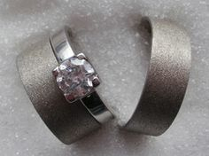 Eheringe Platin | Schlichte Platin Trauringe mit Diamant