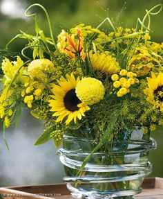 Summer bouquet: a fresh bouquet of Matricaria combined with other yellow summer flowers.
