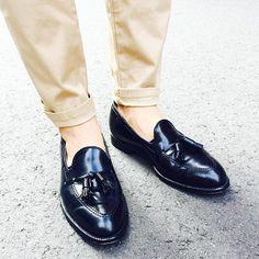 2016/09/27 12:14:32 tomoki1015 today shoes 雨が降らなさそうなのでコードバン。革のダイヤモンドと言われるだっけあって重厚な輝きです。 #オールデン#alden#alden664#タッセルローファー#コードバン#cordovan #tassel #タッセル#today #ファション#fashion #me#オールデン664#shoes #shoestagram #足元くら部 #instagood #like4like #beautiful #chinopants #チノパン #トゥモローランド #tomorrowland