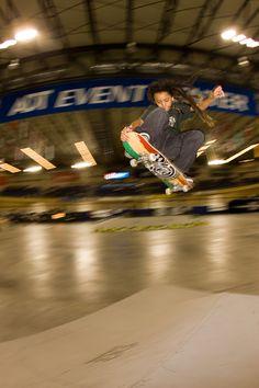 Nyjah Huston Gallery -  Pro skater Skateboarder Picture Gallery: Nyjah Huston Nosegrab