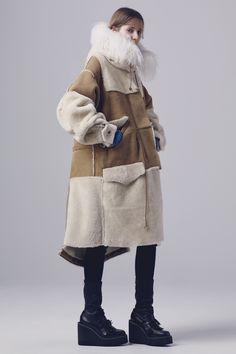 http://www.vogue.com/fashion-shows/pre-fall-2016/sacai/slideshow/collection#34 http://www.theclosetfeminist.ca/