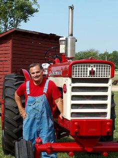 Max Armstrong with his FARMALL 560