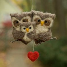 Scratchcraft created this wonderful felted owl ornament: