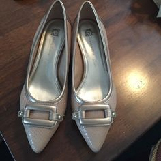Anne Klein mini heel Shinny beige Anne Klein mini heels. Gently used. Size 9 m too big due to weight loss. Anne Klein Shoes Heels