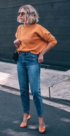 Yes you've seen this look before, but I just love this yellow/orange/apricot/tangerine/honey colored sweatshirt! Looks Street Style, Looks Style, Casual Looks, My Style, Mode Outfits, Trendy Outfits, Fashion Outfits, Stylish Clothes For Women, Fall Winter Outfits