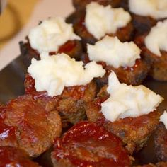 sweet little loving's: Christmas Appetizers (meat appetizers christmas) Finger Food Appetizers, Yummy Appetizers, Appetizer Recipes, Appetizer Ideas, Mayonnaise, Gluten Free Puff Pastry, Christmas Appetizers, Christmas Snacks, Xmas Food