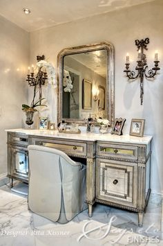 Mirrored vanity and carrarera marble