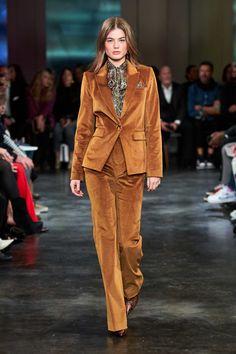 Veronica Beard Fall 2020 Ready-to-Wear Fashion Show - Vogue Live Fashion, Fashion 2020, New York Fashion, Runway Fashion, Fashion Show, Fashion Trends, Slow Fashion, Fall Fashion, Moda Streetwear