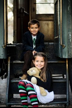 One day in the train… Kids portraits Golden, CO Outdoor kids pictures, kids photos, Siblings Photography. On the train pictures © Elimar Trujillo Photography
