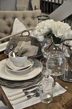 French china, grey willow cloche white and stone linen and sparkling glass - butikken 24.juli 1
