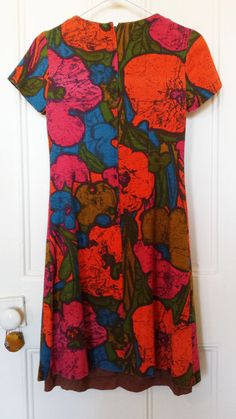 Mod looking dress with bright African print 50s by MoonMossRock