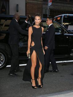 Cette Année, les Stars Ont Décidé de Traiter le Premier Rang Comme Leur Podium Personnel Emily Ratajkowski À la soirée Daily Front Row's Fashion Awards.