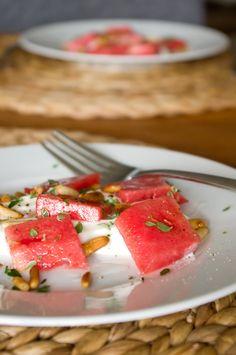 Wassermelone mit Ziegenkäsecreme, Pinienkerne und Thymian