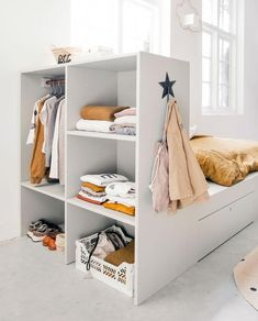 but first some storage. Now make yourself easy to vtwonen cot in closet. Designed by vtwonen klusduo! Home Bedroom, Girls Bedroom, Creative Kids Rooms, Color Style, Diy Crib, Toddler Rooms, Shop Interiors, Baby Room Decor, Boy Room