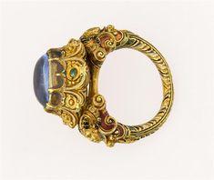 Metal Jewelry, Jewelry Art, Antique Jewelry, Gold Jewelry, Jewelery, Jewelry Design, Designer Jewellery, Emerald Cut Diamonds, Diamond Cuts