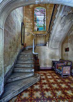 Da blüht noch ein Kaktus im Treppenhaus: Das Savreda-Haus ist vielleicht nicht so verlassen, wie es auf den Bildern von Pawlok scheint.