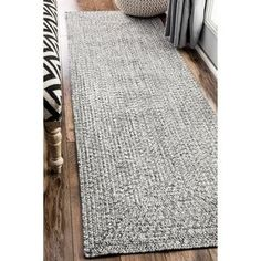 nuLOOM Handmade Casual Solid Braided Runner Grey Indoor/Outdoor Rug (2'6 x 12')