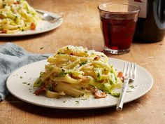 Asparagus Fettuccine Carbonara by Food Network Kitchen Best Asparagus Recipe, Asparagus Bacon, Pasta Dinner Recipes, Pasta Dinners, Fettuccine Carbonara Recipe, Food Network Recipes, Cooking Recipes, Spring Recipes, Weeknight Meals