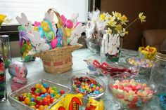Make-your-own Easter basket candy buffet. Created by my auntie Smith Rene Allen Canady ! Make Your Own, How To Make, Spring Has Sprung, Candy Buffet, Basket Ideas, Auntie, Easter Baskets, Display, Table Decorations